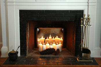 Stainless steel fireback reflecting candles