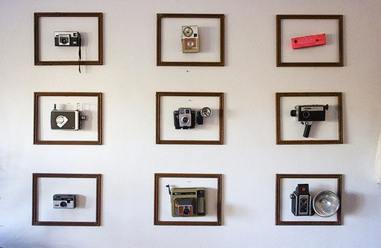 Use inexpensive identical frame to structure the display of 3D items.