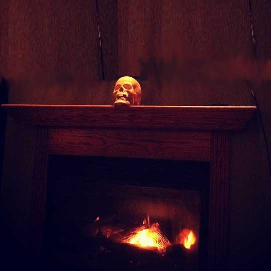 single skull dramatizes Halloween mantel